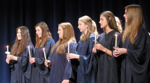 Gateway inducts juniors into National Honor Society in ceremony