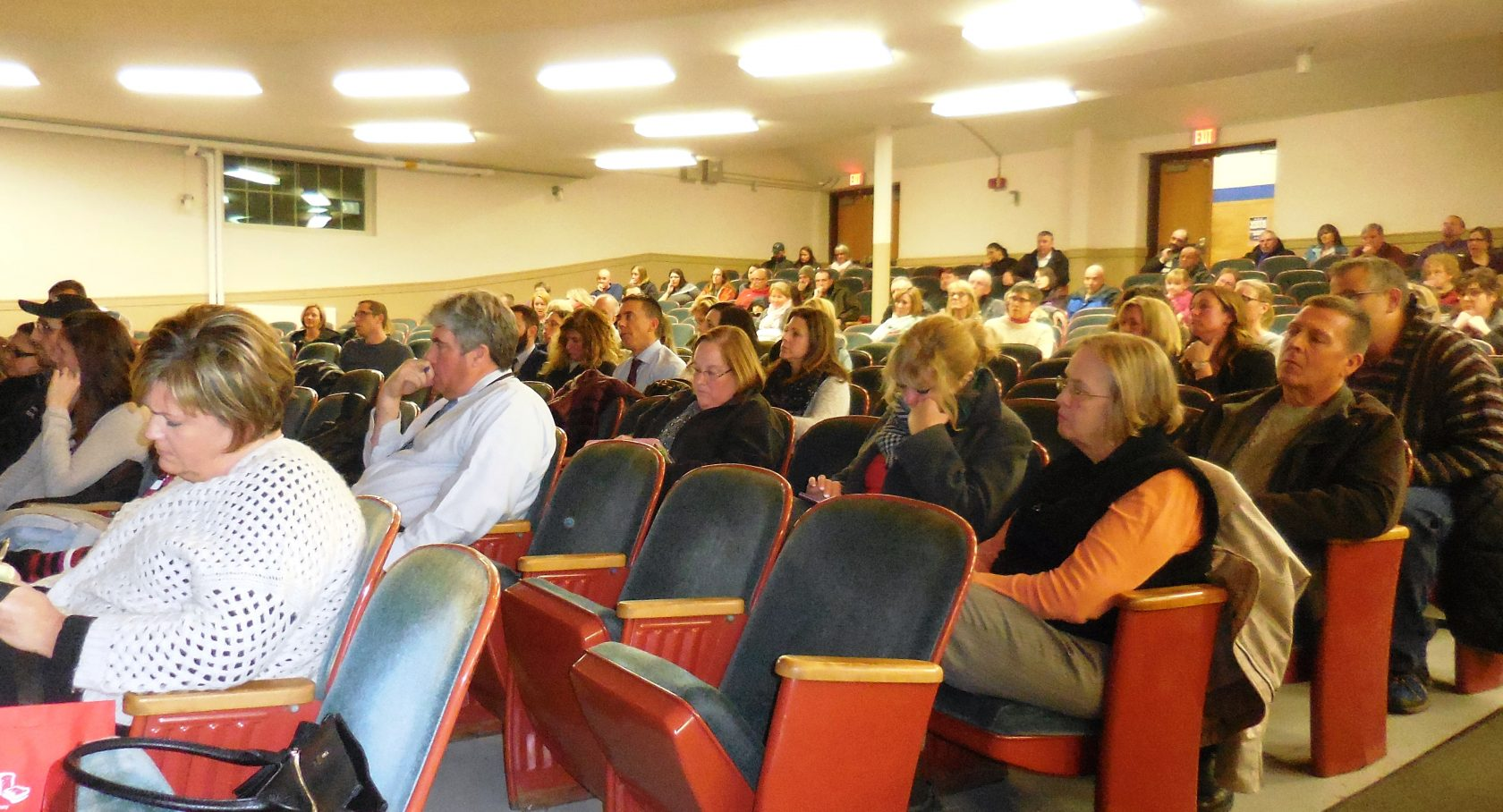 200 attend meeting on options for School District