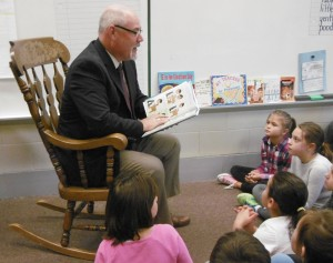 Mayor Sullivan reads to children during last Fall's ROAR event.