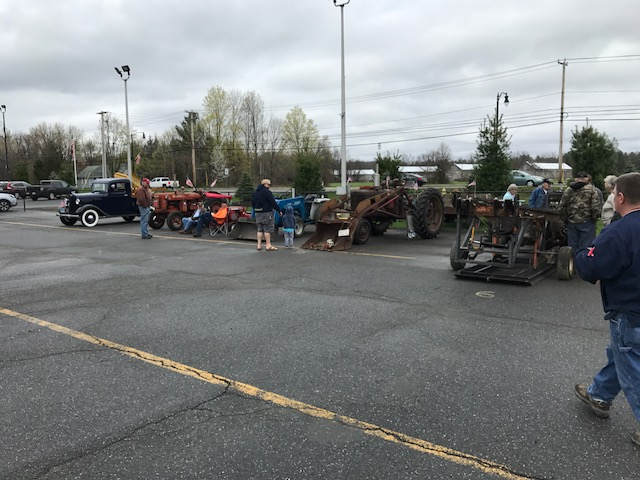 Community comes out for tractor rally