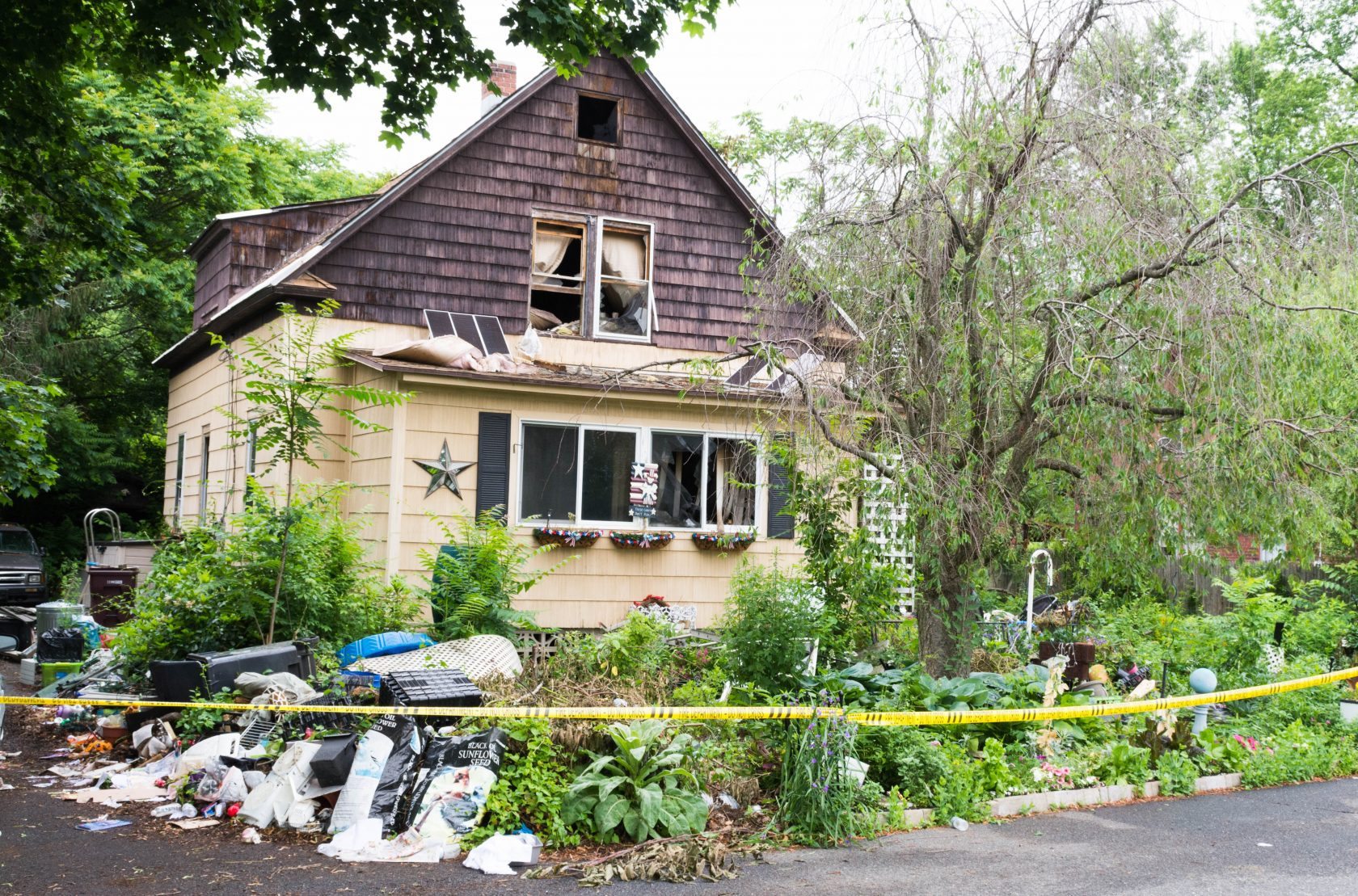 Clean out efforts underway at Park Street home