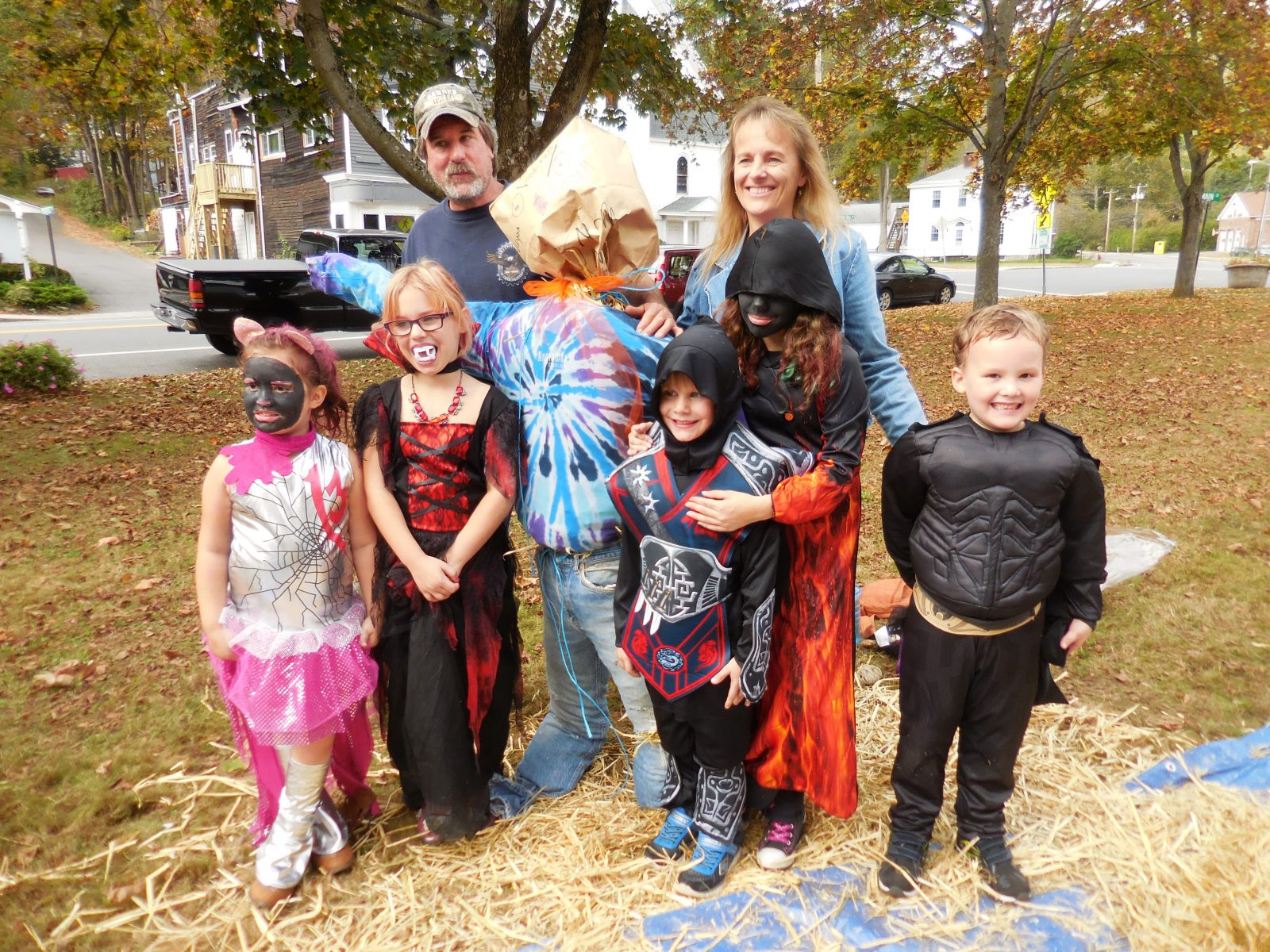 Huntington Recreation Committee hosts scarecrow making at Rag Shag parade